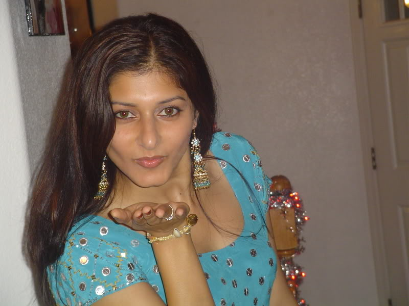Picture gal 15. Pakistani model exposing their hidden jewels