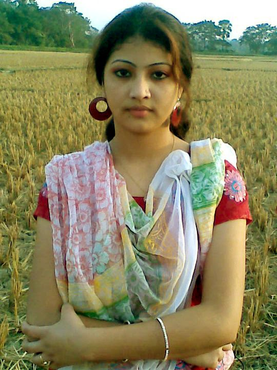 Picture gal 18. Punjabi kurian from lahore posing on camera
