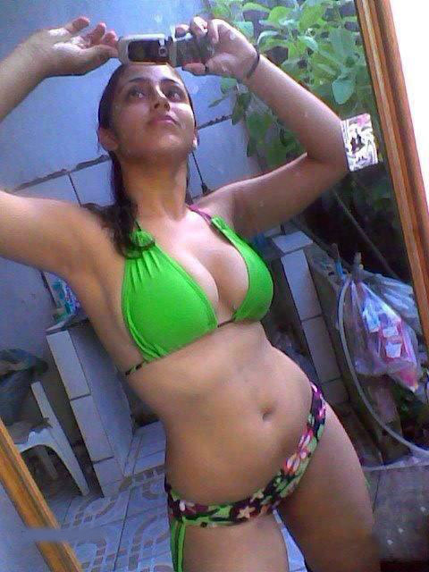 Picture gal 26. Pakistani university girls getting naughty